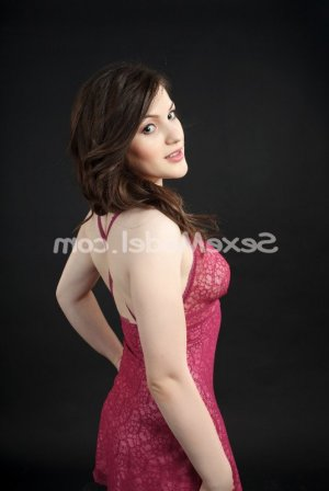 Léannah escorte trans massage