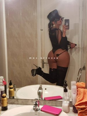 Calogera ladyxena massage escorte